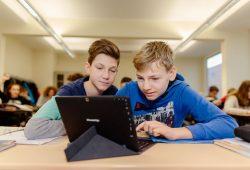 Zeitgemäßes Lernen am Wilhelm-Ostwald-Gymnasium. Foto: Bechtle AG