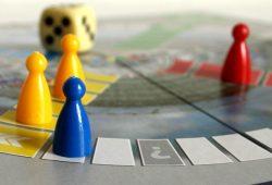 Wahl als Mensch-ärger-dich-nicht-Spiel. Foto: Ralf Julke
