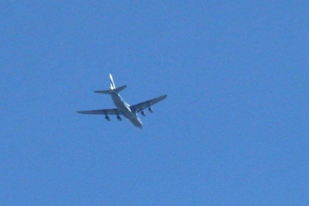 Flieger beim Abkürzen über Leipziger Stadtgebiet. Foto: Ralf Julke