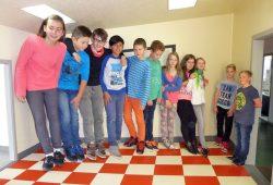 Schülerinnen und Schüler der CJD Christophorusschule Droyßig verpackt in einer optischen Täuschung in der INSPIRATA. Foto: CJD Christophorusschule Droyßig