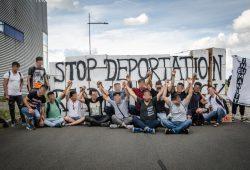 """Protest gegen Abschiebungen am Flughafen Leipzig / Halle am 28. Juni 2017. Foto: Aktionsnetzwerk """"Protest LEJ"""""""