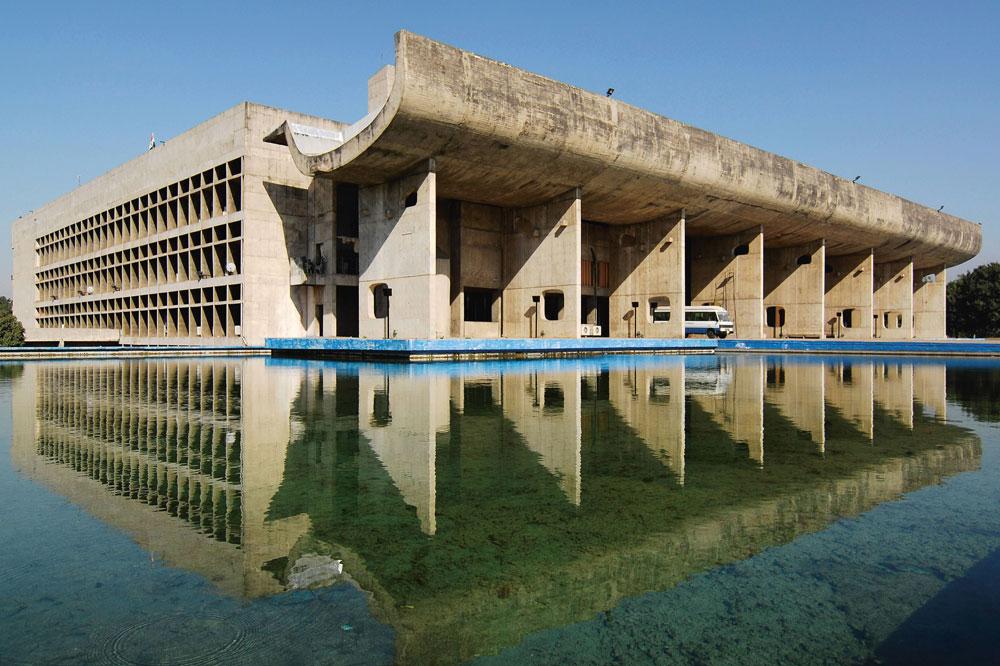 Parlament in Chandigarh (Teil der Werkgruppe Le Corbusiers, die seit 2016 UNESCO-Weltkulturerbe ist). Foto: FLC, Paris