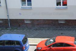 Der Rest einer Graffiti-Beseitigung. Foto: L-IZ