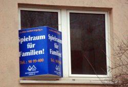Diese Wohnung-frei-Schilder sind selten geworden in Leipzig. Foto: Gernot Borriss