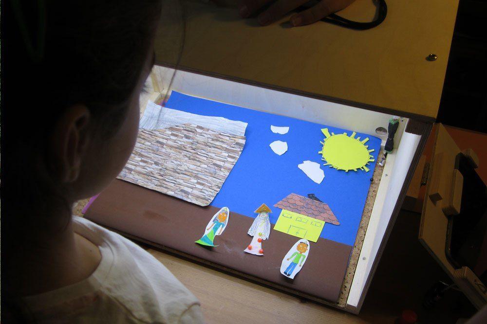 Aus vielen Einzelaufnahmen mit der Trickbox entsteht am Ende ein kurzer Trickfilm. Foto: UNIKATUM Kindermuseum