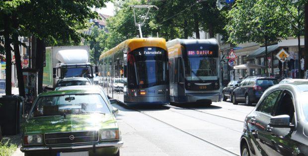 XL- und XXL-Straßenbahn in der Bornaischen Straße. Foto: Ralf Julke