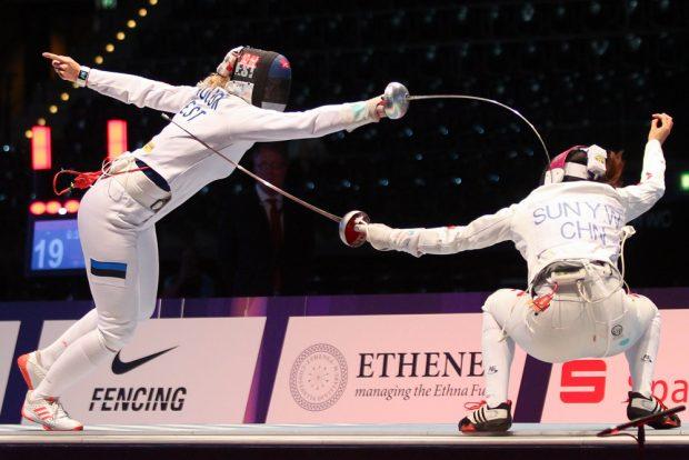Degen-Finale zwischen Estland und China - hier stehen sich Kristina Kuusk (li.) und Yiwen Sun gegenüber. Foto: Jan Kaefer