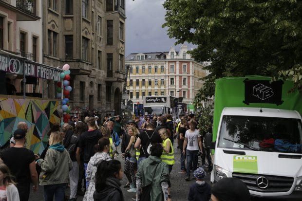 14:20 Uhr: Trotz Wind und angekündigtem Regen sind schon viele Teilnehmer da. Foto: L-IZ.de
