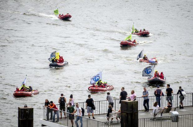 Greenpeace Boote im Hamburger Hafen. Foto: Tim Wagner