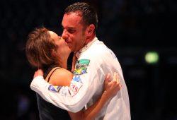 Das schönste Weltmeister-Geschenk für Paolo Pizzo: Ein Kuss seiner Frau Lavinia. Foto: Jan Kaefer