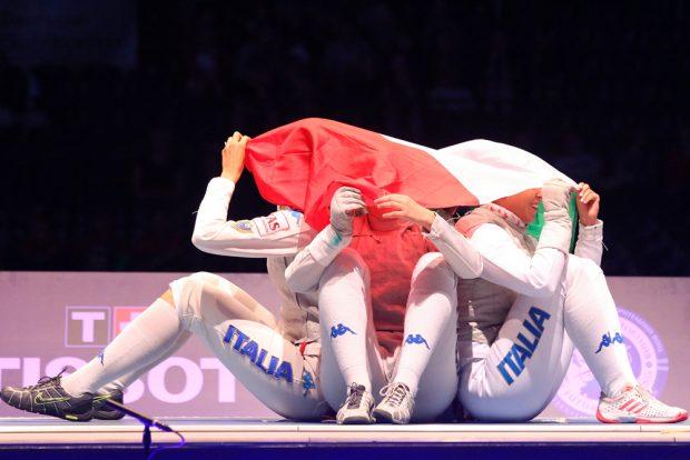 Kleine Choreografie des Teams Italia vor dem Finale gegen die USA. Foto: Jan Kaefer