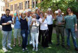 Der Stiftungsrat der Stiftung Bürger für Leipzig freut sich über Sparschweinspenden für Die Wunderfinder. Foto: Bürgerstiftung