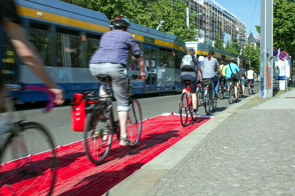 Aktion Radfahrstreifen am 19.05.2017 in der Dresdner Straße. Foto: Tobias Heinzmann