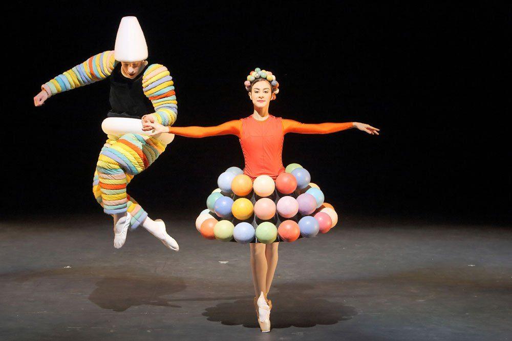 """""""Das Triadische Ballett"""". Foto: Wilfried Hösl, München"""