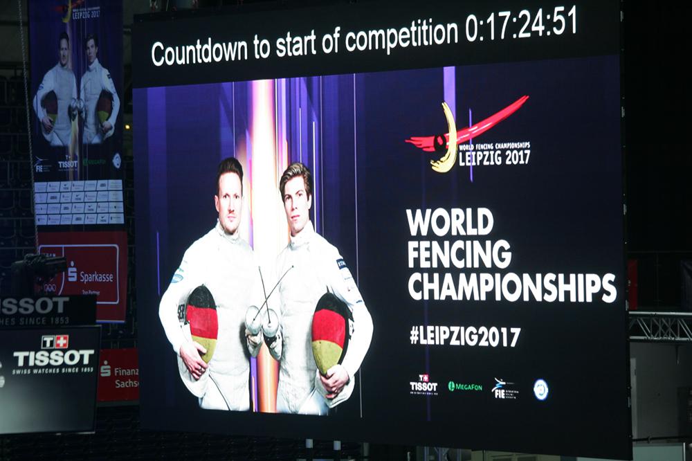 Auf der Video-Leinwand in der Arena wurden am Dienstag schon die Stunden heruntergezählt Foto: Sebastian Beyer