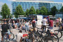 Etwa 100 Personen hörten den Geflüchteten zu. Foto: René Loch