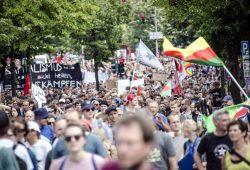 Kurz nach G20 spielten die Bilder der friedlichen Großdemonstration keine Rolle. Foto: Tim Wagner