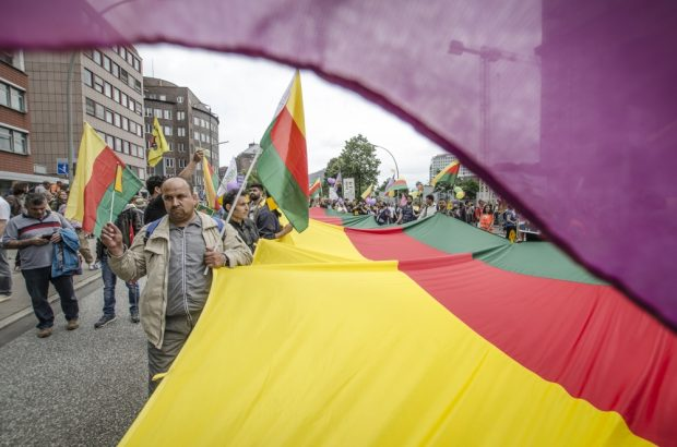 Verschiedene Themen einer Demonstration. Die Kurden und die Verfolgung in der Türkei. Foto: Tim Wagner