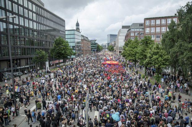 Ein weiterer Teilausschnitt der fast 76.000 Menschen starken Demo am 8. Juli 2017. Foto: Tim Wagner