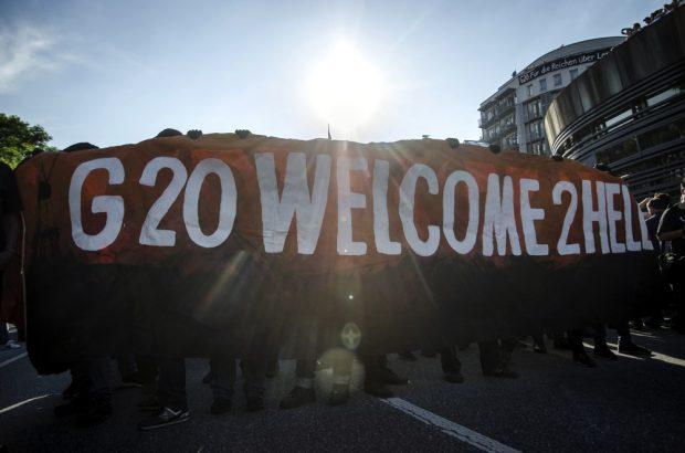 "Fronttransparten der ""Welcome to Hell"" Demonstration gegen den G20 Gipfel. Foto: Tim Wagner"