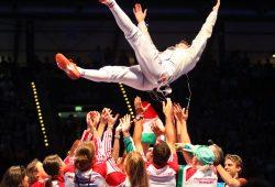Das ungarische Team lässt seinen Säbel-Weltmeister Andras Szatmari gemeinsam hochleben. Foto: Jan Kaefer