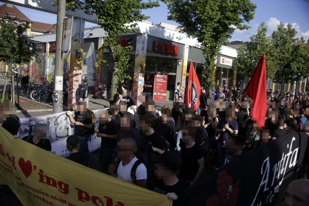 Knapp 300 Menschen nahmen an der Demonstration teil. Foto: Alexander Böhm