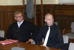 Marcus V. (28), hier mit seinem Verteidiger Malte Heise, soll sich einer psychiatrischen Begutachtung unterziehen. Foto: Lucas Böhme