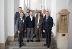 v.l.n.r., hinten: Prof. Markus Krabbes, Hendrik Siemionek, Karsten Petrusch, Prof. Winfried Pinninghoff, vorn: Karsten Rogall, Dr. Joachim Wicke, Prof. Gesine Grande, Dr. Norbert Menke. Foto: Marco Dirr/HTWK Leipzig