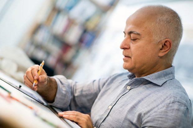 Yadegar Asisi beim Zeichnen. Foto: asisi