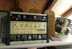 Ein Exponat im Magazin des HTWK-Automatikmuseums: Mit diesem Gerät aus DDR-Zeiten haben Wissenschaftler seinerzeit rein pneumatisch Regelstrecken und Regelkreise simuliert. Foto: D. Lange/HTWK Leipzig