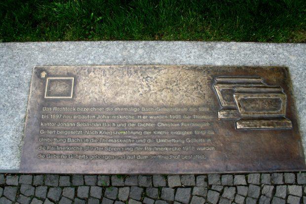 Erinnerungstafel für die Bach-Gellert-Gruft. Foto. Ralf Julke