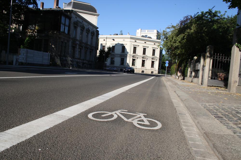 Radfahrstreifen in der Emil-Fuchs-Straße. Foto. Ralf Julke