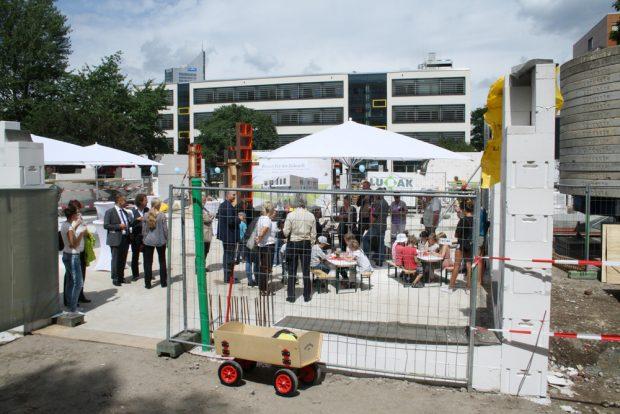 Die Baustelle zur Feier der Grundsteinlegung. Foto: Ralf Julke