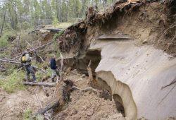 Durch starke Tau- und Erosionsprozesse freigelegte Permafrostablagerungen nahe der Siedlung Tabaga in Zentraljakutien. Foto: Dr. Mathias Ulrich/ Universität Leipzig