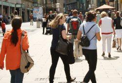 Menschen in der Petersstraße. Foto: Ralf Julke