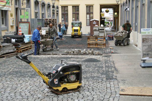 Pflasterarbeiten in Barthels Hof. Foto: Ralf Julke