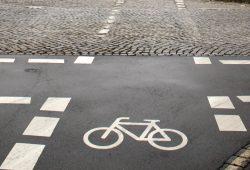 Radweg an der Max-Liebermann-Straße. Foto: Ralf Julke