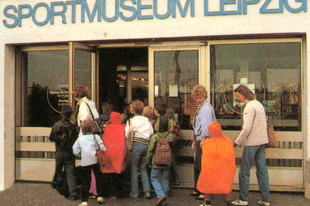 Sportmuseum auf der Dammkrone Zentralstadion. Foto: Stadtgeschichtliches Museum / W. Zeyen