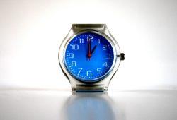 Am Sonntag müssen die Uhren wieder eine Stunde vorgestellt werden. Foto: Ralf Julke