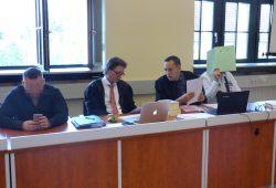 Die Angeklagten Roman W. (30, l.) und Thomas K. (30, r.) am Freitag mit ihren Anwälten. Foto: Lucas Böhme