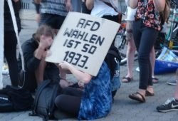 Protest gegen die AfD hinter der Alten Handelsbörse. Foto: Lucas Böhme