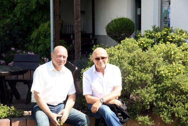 Schirmherr Dr. Thomas Feist und Küf Kaufmann, Vorsitzender der jüdischen Gemeinde in Leipzig beim Pokal. Foto: L-IZ.de