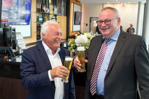 v.l. Winfried Lonzen (Geschäftsführer ZSL Betreibergesellschaft mbH) und Wolfgang Welter (Geschäftsführer Krostitzer Brauerei). Foto: Tom Schulze