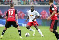 Ob Upamecano gegen Freiburg eine weitere Chance erhält, erscheint fraglich. Foto: GEPA Pictures