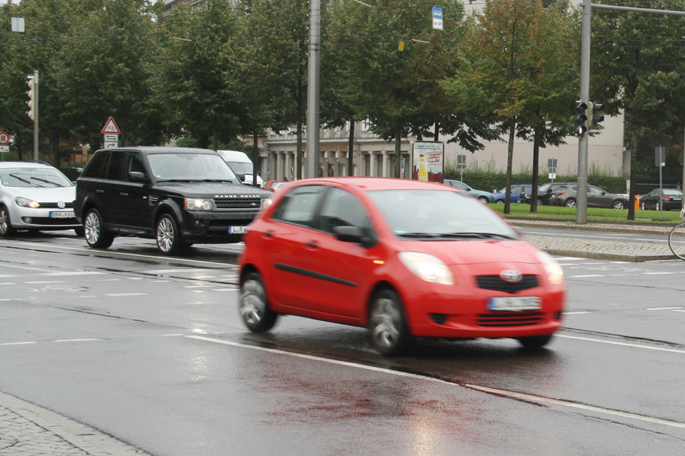 Autos auf dem Leipziger City-Ring. Foto: Ralf Julke