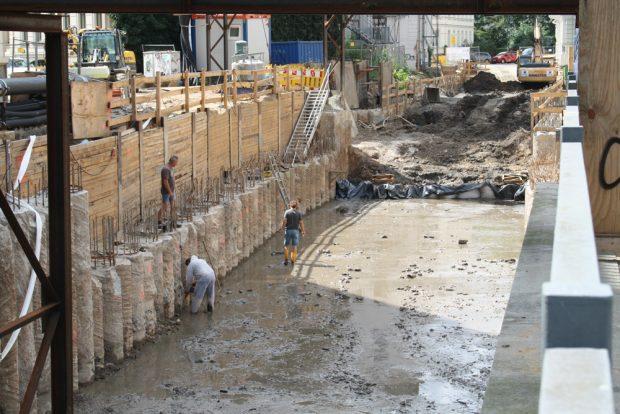 Bauarbeiten im Bereich der künftigen Funkenburgbrücke. Foto: Ralf Julke