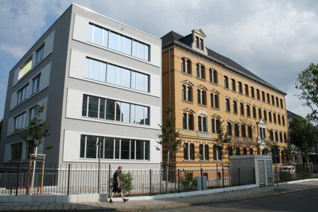 Der Gebäudeteil Gorkistraße 15 mit dem Neubau für die naturwissenschaftlichen Bereiche. Foto: Ralf Julke