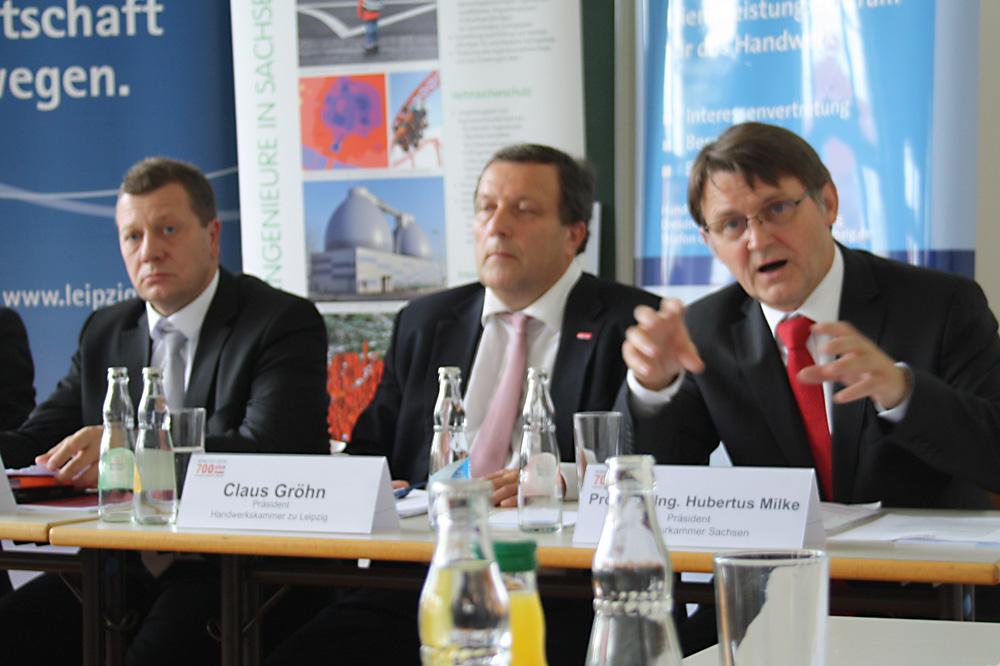 Kristian Kirpal, Claus Gröhn und Hubertus Milke stellen den Aktionsplan vor. Foto: Ralf Julke