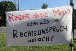 Kita-Protest 2013 vorm Neuen Rathaus. Foto: Marko Hofmann