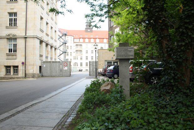 Zufahrt zum Innenbereich des alten Stasi-Komplexes. Foto: Ralf Julke